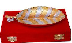 VESPL Leaf Pattern Gold And Silver Plated Platter