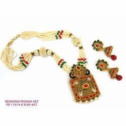 Traditional Indian Bandhai Pendant Set