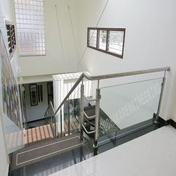 Stainless Steel Railing with Glasses