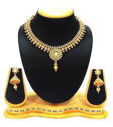 Traditional Fit Necklace Set