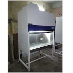 difference between laminar flow and biosafety cabinet pdf