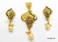 Antique Kundan Pendant Gold