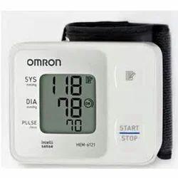 Omron Hem 6121 Automatic Wrist B. P. Monitor