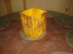 wooden embossed pen stand