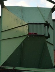 Feed Hoppers And Bins Fitted With Screw Feeders