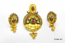 Antique kundan pendants antique kundan pendant manufacturer from gold antique kundan pendant aloadofball Gallery