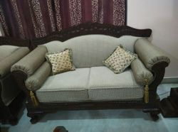 Traditional Style Sofa Set