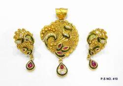 Gold Antique Kundan Pendant