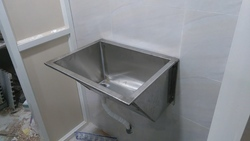 Single Screen Scrub Sink