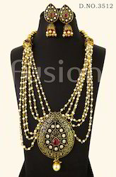 Traditional Pearl Necklace Set