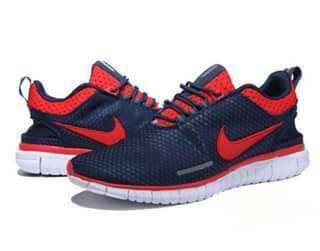uomini adidas le scarpe sportive & uomini nike le scarpe sportive da nashik dettagliante