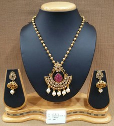 Fashionable Polki Chain pendant Set