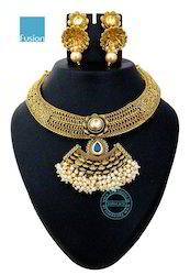 Kundan Pearl Necklace Set