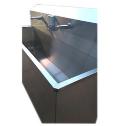 Flor Monted Surgical Scrub Station