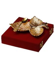 VESPL Gold Plated Brass Three Leaves Tray With Spoon