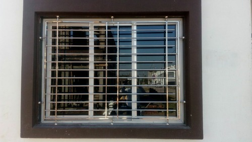 Stainless Steel Grills on Contemporary Railing Designs