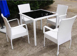 Outdoor Chairs & Tables