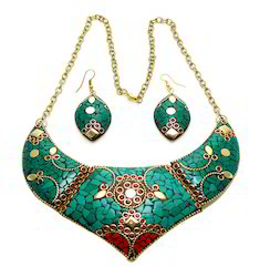 Metal Necklace Set With Lac Work