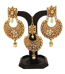Traditional Earring With Tikka