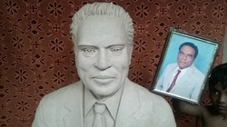 portrait clay statue