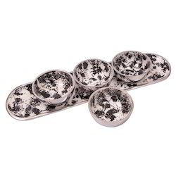 Metal Four Bowl Set With Tray