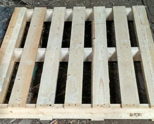 Uses Pine Wood Pallets, Capacity: 1000kg, Dimension/size ...