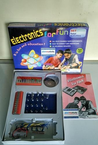Electronics for fun class 5 12 do it yourself science kit plan electronics for fun class 5 12 do it yourself science kit solutioingenieria Images