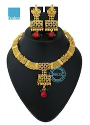 Traditional Kundan Antique Pearl Necklace Set