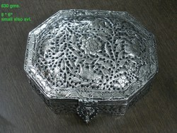 White Metal Dry Fruit Box