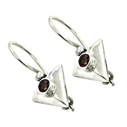 The Triangle Shape 925 Silver Earrings with Round Garnet Gemstone