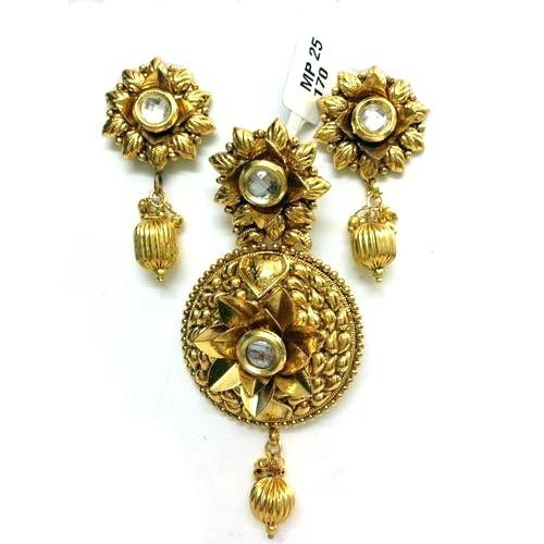 Stylish plain gold pendant sets sone ki latkan set miracle jewels stylish plain gold pendant sets mozeypictures Choice Image