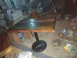 Cast iron table with reclaim top