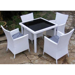 Arabian White Table And Chair