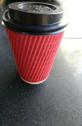Paper Red And Cream Coffee Cups With Sipper Lids, Packet Size (pieces): 50 Pieces