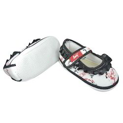 8bda946782bc9 Indman Booty Baby Low Ankle Shoes With Flower Fitting