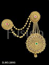 Traditional Brooch With Earring