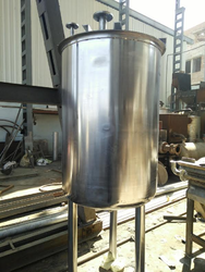304 Stainless Steel Tanks, Storage Capacity: 500 & 1500L