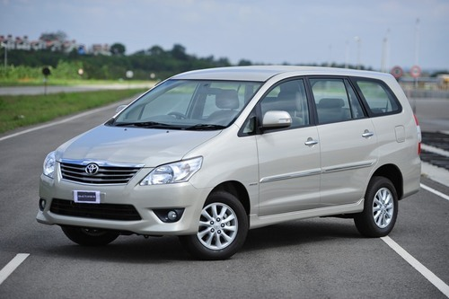 8 Seater Innova Car On Rent In Mumbai In Borivali East