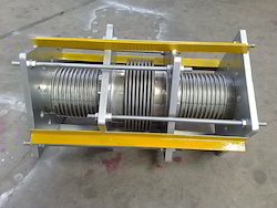 Inline Externally Pressure Balancing Expansion Joints