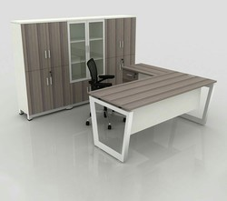 Open Desking Manager Table With Storage