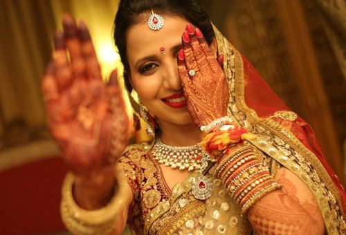 Mehndi Bridal Photoshoot : Couple photography services bridal from kolkata