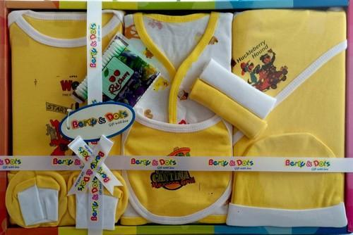 66a740172 Berryanddots New Born Baby Gift Set