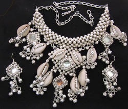 Womens Silver Plated Cowrie Shell Necklace With Earrings