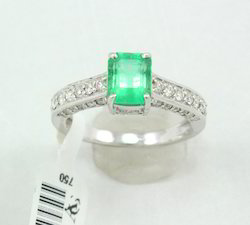 Emerald and Diamond Exclusive White Gold Ring