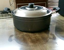 Black Coloured Non Stick Casserole With Hammertone Exterior & Lid - Size 240 MM