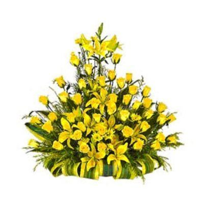 Yellow rose flower bouquet vasam florists retailer in kilpauk yellow rose flower bouquet mightylinksfo