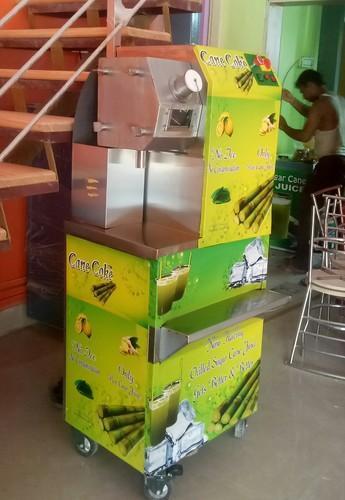 4 Roller Sugar Cane Machine with Inbuilt Dust Bin
