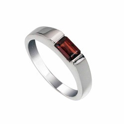 92.5 Silver Garnet Ring
