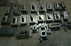 Sheet metal cutting die