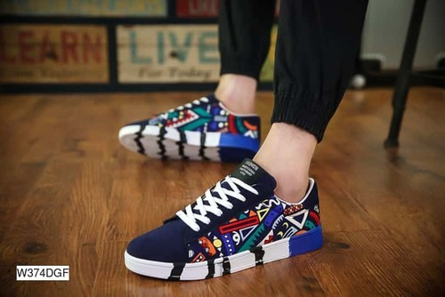 Multicolor Sneakers at Rs 899/pair